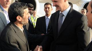 """Ахмадинеджад обсъжда """"солидните"""" отношения със Сирия"""