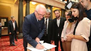 """Изложба """"Дай на български"""" откриха за 24 май в парламента"""