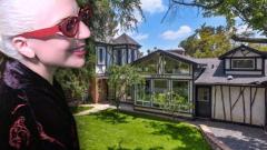 Лейди Гага си купи къщата на Франк Запа