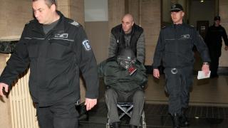 Предупреждавай себе си, изрод - изригна Герман Костин към съдията