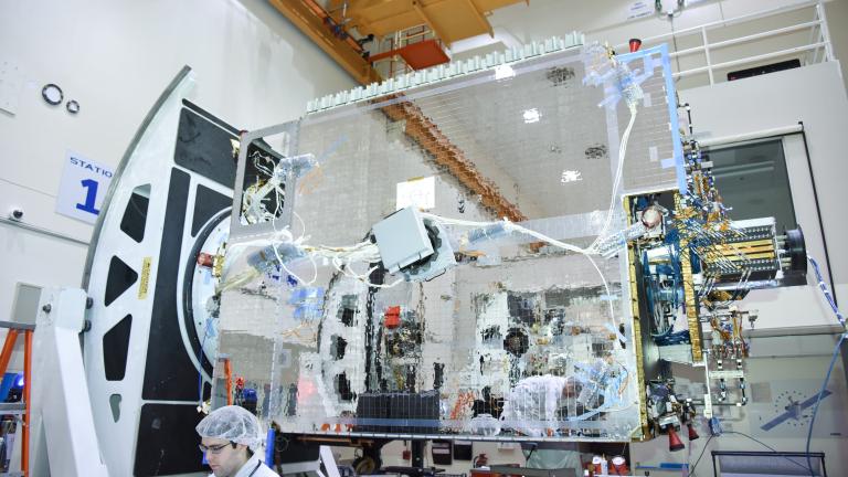 """Обратно броене: """"Булсатком"""" е на крачка от изстрелването на първия български сателит"""