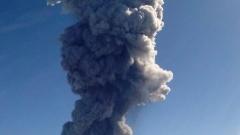 3,5-километров стълб от пепел изхвърли мексиканският вулкан Колима