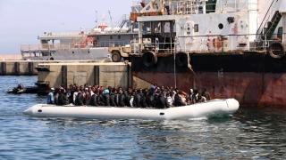 Ирландски военен кораб спаси 712 мигранти край Либия