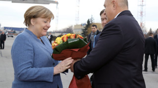 Ангела Меркел пристигна в София