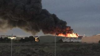 Голям пожар в химически завод в Мелбърн