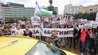Хиляди недоволни от ковид мерките блокираха центъра на София