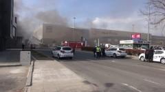Гори пожар в хипермаркет в Бургас