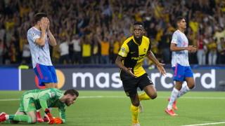 Глупав червен картон спомогна за неочаквана загуба на Юнайтед в Швейцария
