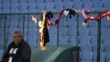 Фенове на ЦСКА запалиха шал на Левски, те им отговориха със същото