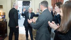 Консерваторите на Джонсън печелят 365 места, показват окончателните резултати