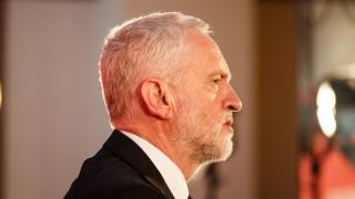Корбин се присъедини към призиви британският премиер да подаде оставка