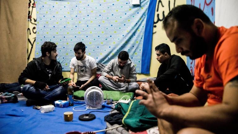 Унгария планира да задържа мигранти, докато им се разглеждат молбите за убежище