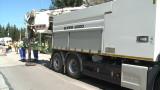 Специален камион почиства каналите в София