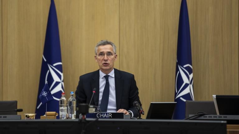 НАТО обвини Русия в трупането на мощ и войски в