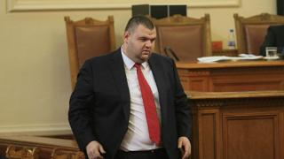 """Моделът """"Пеевски"""" сгромоляса рейтингите на институции и партии"""