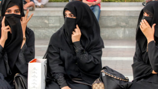 Дания забрани бурките и никабите