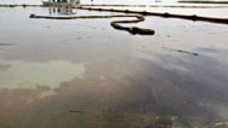 BP спря основния теч на петрол