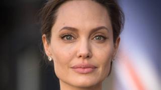 Анджелина Джоли подготвя завръщането си