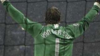 Сър Алекс: Ван Дер Сар прикючва с футбола