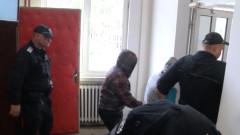 Съдът остави в ареста задържаните за побой над продавач в Габрово