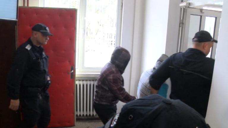Снимка: Съдът остави в ареста задържаните за побой над продавач в Габрово