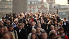 Великобритания спира да пуска нискоквалифицирани работници от чужбина