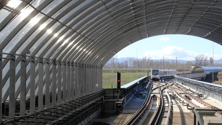 1400-тонна машина започна да пробива тунел от третия лъч на метрото