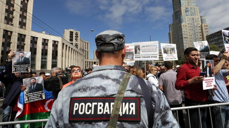 Стотици протестиращи се събраха в Москва на разрешен протест от