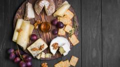 Как да подредим дъска със сирена за вино