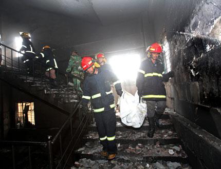 121 души загинаха при пожар в Бангладеш