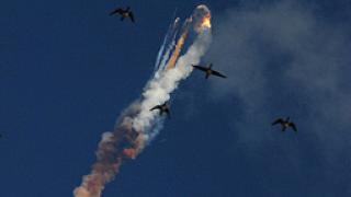 Индийска ракета със сателит се взриви в полет