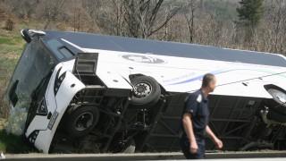 6 загинали и 22 ранени при катастрофа на автобус край Вакарел
