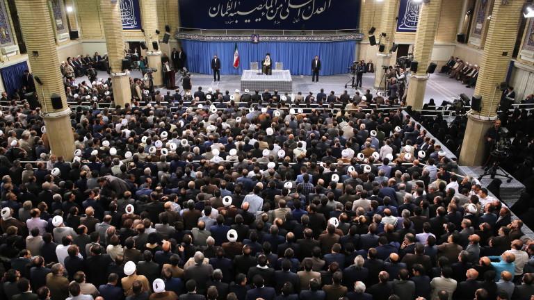 Върховният лидер на Иран аятолах Али Хаменеи предупреди, че иранците