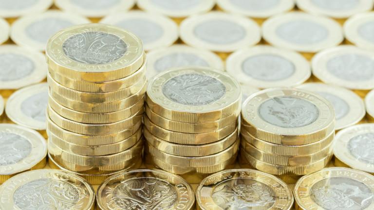 Британският паунд поевтиня на фона на очаквания за нулев растеж на икономиката