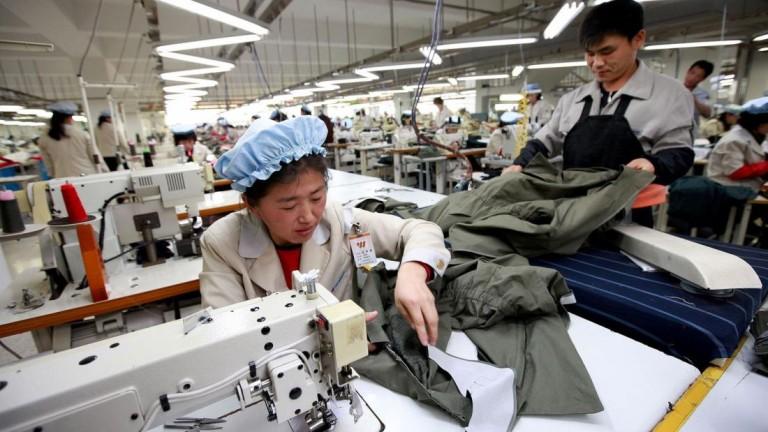 Русия приема хиляди работници и продава нефт на Северна Корея, нарушавайки санкциите