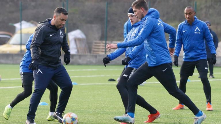Левски тренира двуразово днес в Сандански