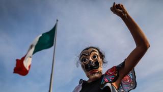 Насилие по време на протести срещу фемицида в Мексико