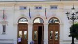 Какво символизира връщането на новите депутати в старата сграда на парламента?