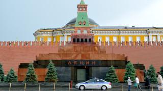 Събаряните на Запад паметници предизвикаха размисъл за съветските статуи в Русия и Украйна