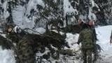 Военни продължават да чистят пътища в Смолян