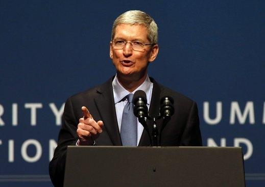 Шефът на Apple предрича революция в автомобилната индустрия