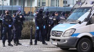 Полша приема закон срещу антиваксъри, проявяващи агресия
