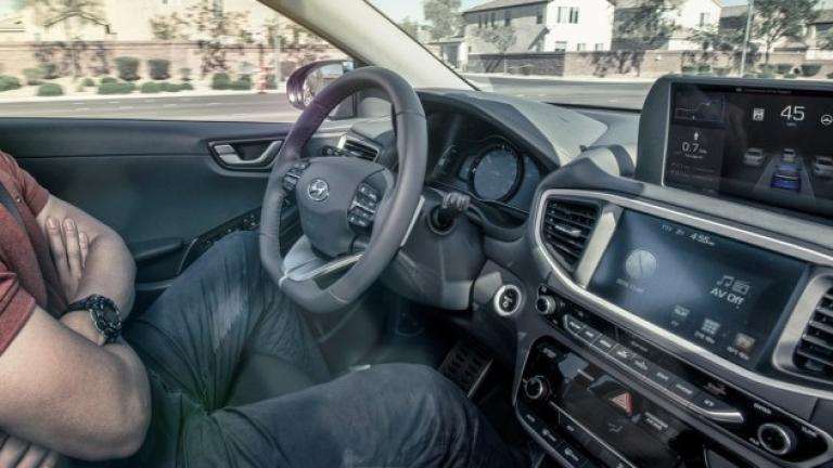 Технологични гиганти и лидери в автомобилната индустрия се състезават в