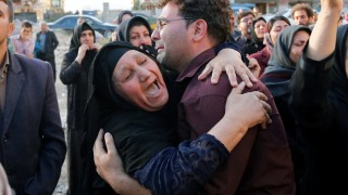 Минимум 450 загинали и хиляди ранени след земетресението в Иран