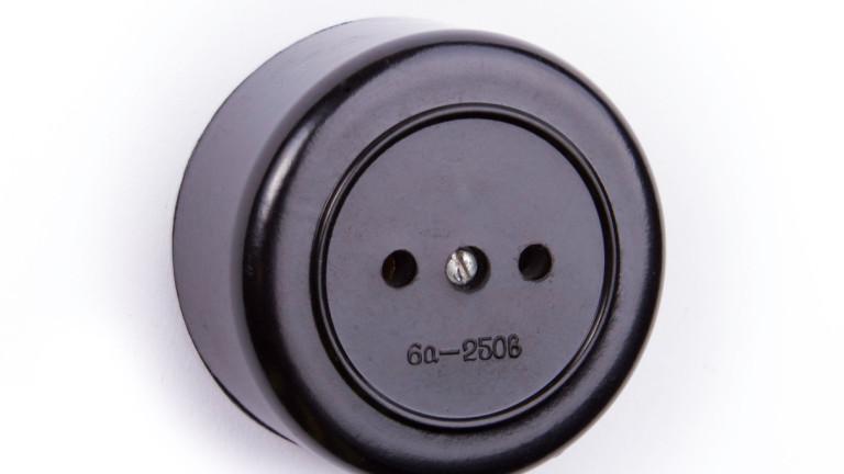 Бакелитът е широко разпространен в електротехниката