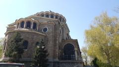 """Апаши опитаха да влязат в олтара на катедралата """"Света Неделя"""""""