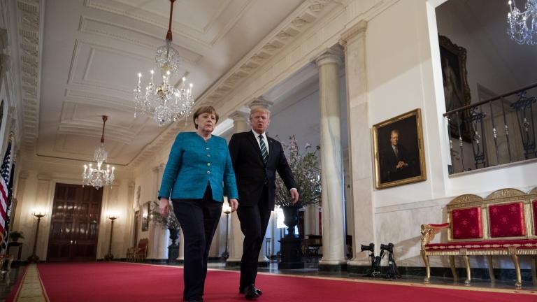 """Меркел """"обяви война"""" на Тръмп в отговор на санкциите на САЩ срещу """"Северен поток 2"""""""