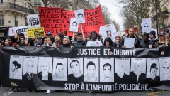 Сблъсъци на многохиляден протест срещу полицейското насилие в Париж
