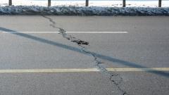 Дълбоки пукнатини и дупки осеяха ремонтираното Цариградско шосе