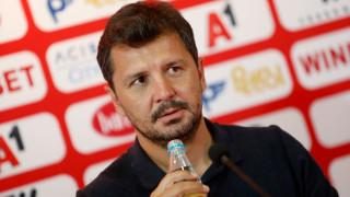 Милош Крушчич застава пред медиите във вторник